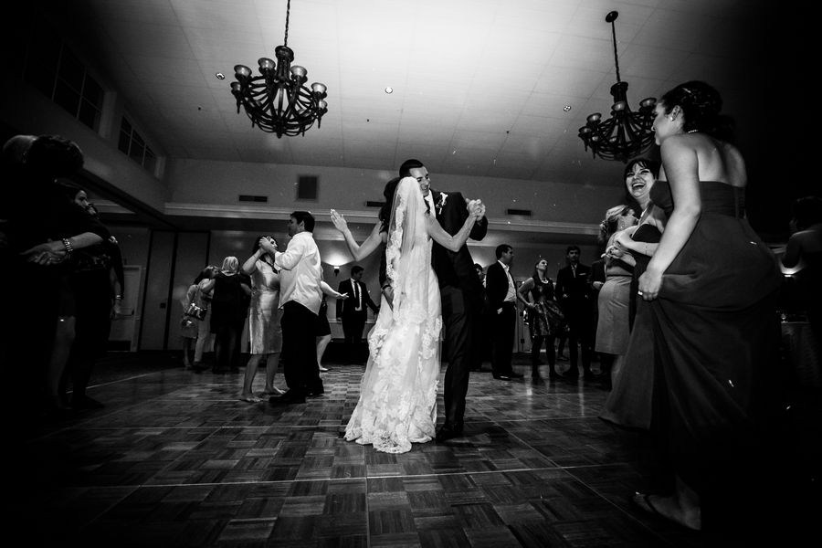 wedding photographer - first dance