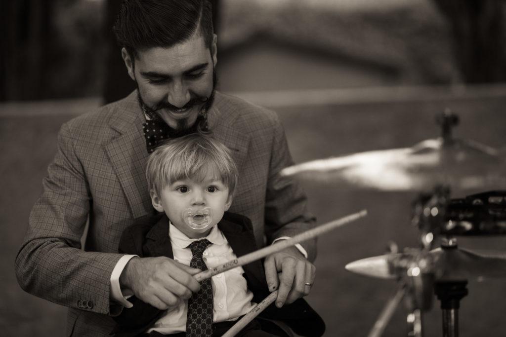 sposo musicista alla batteria