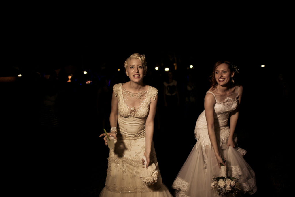spose che lanciano il bouquet