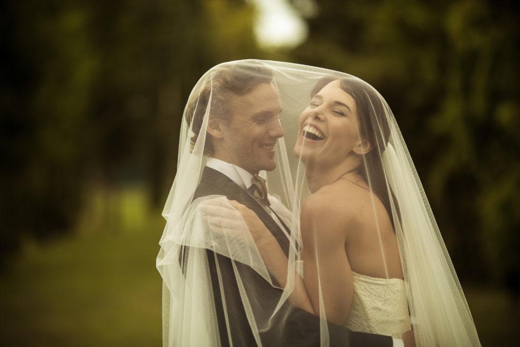 coppia con velo sposa