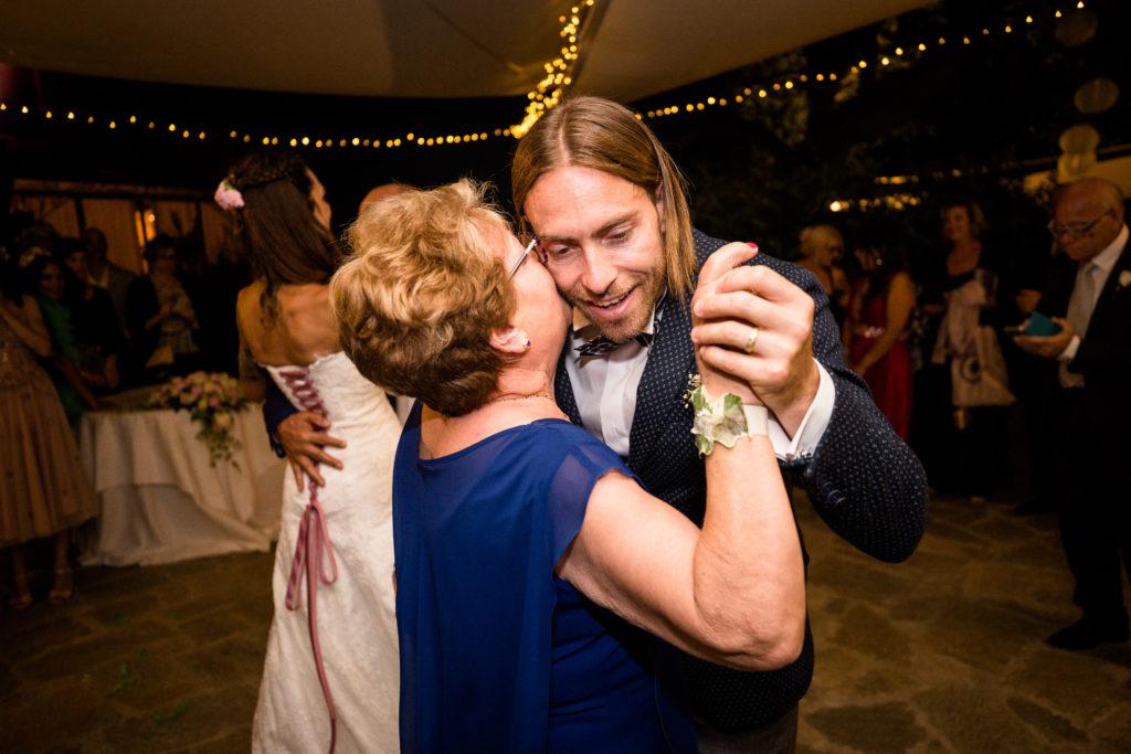 ballo dello sposo con la mamma a montepozzali